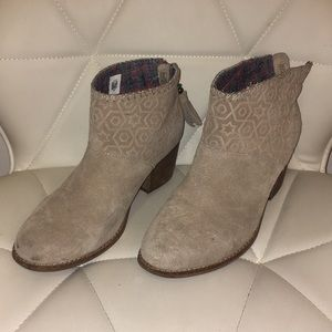 Toms Ankle booties tan color womens W8